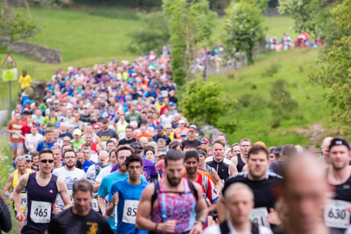hundreds of runner in brathay marathon